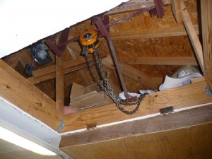 Ceiling engine hoist